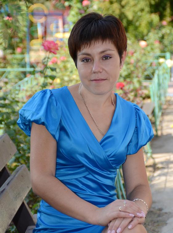 Вихователь молодшої групи Кучернюк Наталія Вікторівна, вища педагогічна освіта